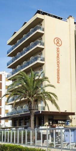Edificio del Hotel Monterrey Roses by Pierre et Vacances
